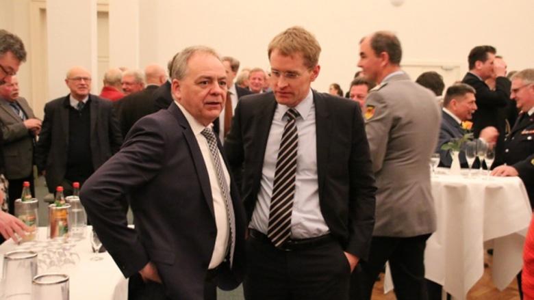 Eckernfördes Bürgermeister Jörg Sibbel und Daniel Günther